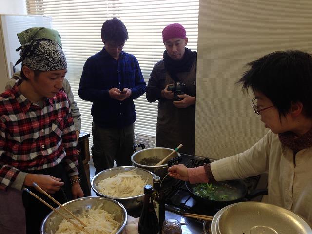 ブロッコリーのスープを仕込む