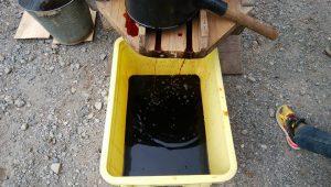舟から滴り落ちる醤油